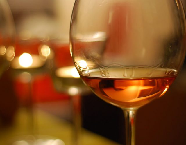 grid-pic-BarAndDining-wine